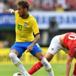 Neymar đuổi kịp Romario về thành tích ghi bàn cho Brazil