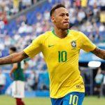 Neymar chỉ còn kém năm bàn cho Brazil so với Ronaldo