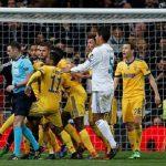 Graham Poll: 'Phạt đền cho Real, thẻ đỏ cho Buffon là chính xác'