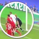 Ramos đánh cùi chỏ vào đầu Karius trước khi Real vượt lên
