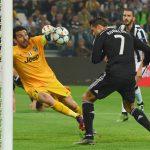Buffon: 'Ronaldo rất thông minh vì đã thay đổi lối chơi'