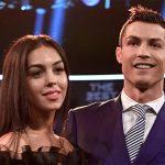 Bạn gái Ronaldo khoe nhẫn trị giá gần một triệu đôla