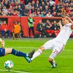 Muller lập hat-trick, Bayern vào chung kết Cup Quốc gia Đức