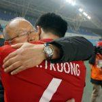 HLV Park Hang-seo: 'Tặng chiến thắng của Việt Nam cho vợ con và mẹ già 97 tuổi'
