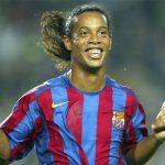 Ronaldinho có thể là giải pháp tình thế khi Barca vắng Dembele