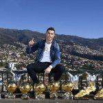 Ronaldo khoe bộ sưu tập danh hiệu trong ngày đầu năm 2018