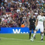 Thủ môn đeo chân giả đá khởi động trận Barca - Chapecoense
