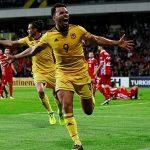 Xứ Wales lên nhì bảng nhờ hai bàn thắng trong 10 phút