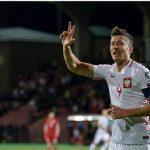 Lewandowski ghi hat-trick, lập kỷ lục mới vượt Ronaldo