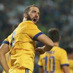 Higuain cứu Juventus thoát thua, giữ nhì bảng Champions League