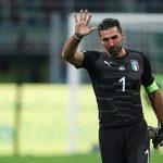 Buffon khóc khi thông báo chia tay tuyển Italy