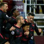 Quả phạt đền phút bù giờ đưa Arsenal vào Top 4