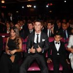 Bạn gái Ronaldo khoe bụng bầu trong lễ trao giải The Best