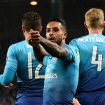 Walcott lập cú đúp, Arsenal giữ ngôi đầu với chiến thắng đậm