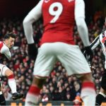 Ozil ghi tuyệt phẩm, Arsenal trở lại Top 4