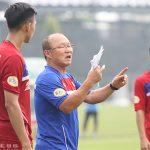 HLV Park Hang Seo muốn các tuyển thủ luôn sẵn sàng hỗ trợ đồng đội