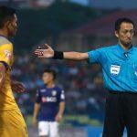 Chịu phạt đền cuối trận, Thanh Hoá mất đầu bảng V-League