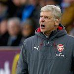 Wenger bảo vệ trọng tài sau quả penalty phút cuối