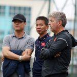 HLV Hữu Thắng giải thích vai trò của Giám đốc kỹ thuật Gede