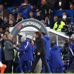 Conte phớt lờ, không bắt tay Mourinho