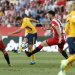 Griezmann nhận thẻ đỏ, Atletico vã mồ hôi ở ngày mở màn Liga
