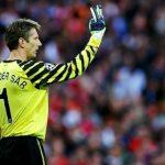 Van Der Sar: 'Tôi phải chờ 6 năm để được đứng trong khung gỗ của Man Utd'