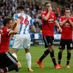 Man Utd thua đội mới lên hạng sau những sai lầm liên tiếp