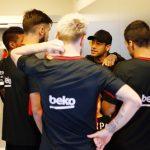 Neymar tái xuất tại sân tập Barca