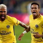 Neymar và Dani Alves làm loạn phòng thay đồ PSG