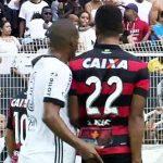 Cầu thủ trả giá đắt vì chọc vào mông đối thủ ở Brazil