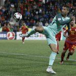 Ronaldo giải nguy, Bồ Đào Nha vững bước trên con đường vòng loại