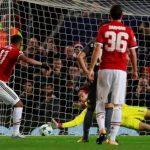 Thủ môn của Benfica lập hai kỷ lục liên tiếp trong trận thua Man Utd