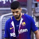 Suarez xé rách áo sau khi bỏ lỡ cơ hội