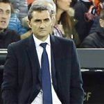 HLV Valverde nhắc lại pha ăn may của Barca để thông cảm cho trọng tài
