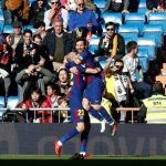 Messi kiến tạo cho Vidal chỉ với một chiếc giày