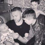 Rooney quây quần bên gia đình mừng kỷ lục ghi bàn