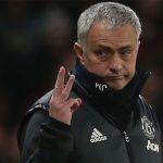 Lý do Mourinho giơ ba ngón tay khi bị CĐV Chelsea chửi rủa