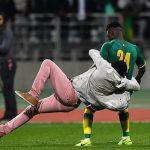 CĐV xông vào sân khiến trận giao hữu quốc tế bị hủy bỏ
