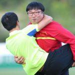 Chàng trai Hàn Quốc rong ruổi theo U20 Việt Nam