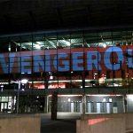 CĐV Arsenal chiếu sáng Emirates và Highbury, phản đối Wenger