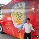 Công Vinh mua xe buýt 5,5 tỷ chở đội bóng