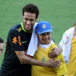 Quản lý cũ buộc tội Neymar nêu gương xấu cho trẻ em