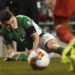 Hậu vệ Ireland phải đi cấp cứu vì gãy chân ở vòng loại World Cup 2018