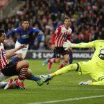 Thủ môn dự bị giúp Man Utd thoát thua Southampton