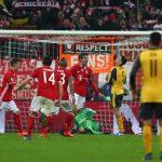 Thua ba bàn trong 10 phút, Arsenal thảm bại trên sân Bayern
