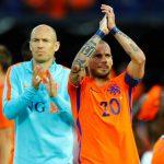 Sneijder bị chỉ trích vì cố bắt kịp kỷ lục của Van der Sar