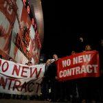 CĐV yêu cầu Wenger ra đi trong đêm ác mộng của Arsenal