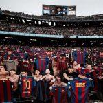 CĐV Barca bắt chước kiểu chia vui của Messi trong trận El Clasico