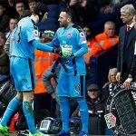 Petr Cech phải ngồi dự bị khi Arsenal tranh Cup FA với Chelsea