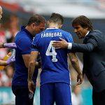 Fabregas chất vấn Conte khi bị xếp ngồi dự bị